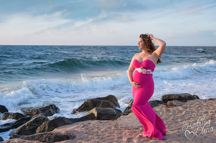 Lovely Maternity Portrait in Pink
